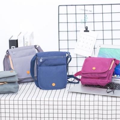 《WEEKEIGHT》簡約時尚旅行多功能收納護照證件包/側背包/斜背包
